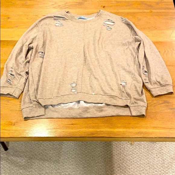 Sweatshirt with cute accents